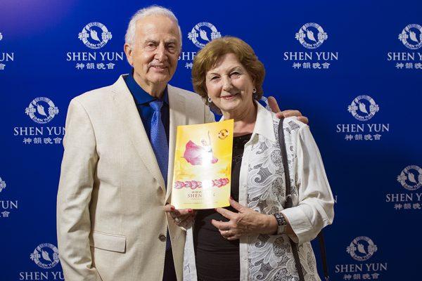 """""""Shen Yun es espectacular, me siento pleno"""", destaca empresario al ver el espectáculo"""
