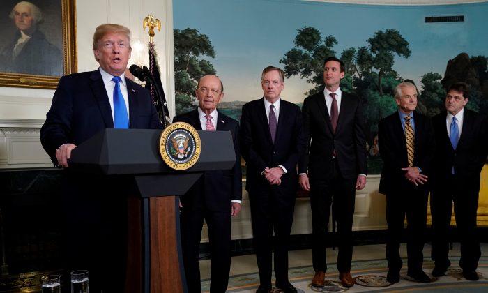 Trump considera la posibilidad de invocar una ley de emergencia para detener la adquisición de empresas estadounidenses por parte de China