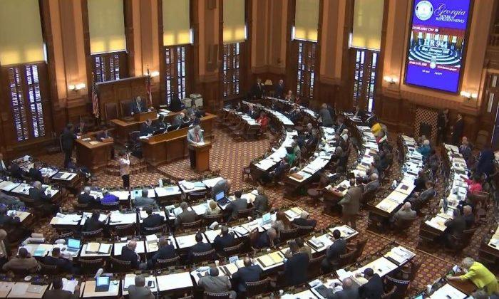 La Cámara de Representantes del Estado de Georgia aprueba la resolución 944 de la Cámara para oponerse a la sustracción forzada de órganos en China, el 19 de marzo de 2018.(Cortesía de Minghui.org)