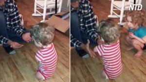 Mira a este pequeño niño sin extremidades verter toda su fuerza en esta increíble hazaña