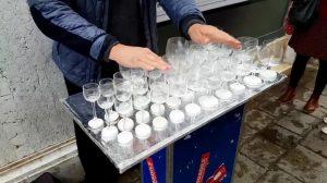 Comienza a frotar los vasos con los dedos, ¡el sonido te es familiar!