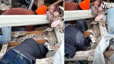 Hombre oye gritos bajo los escombros de un tornado. Luego de excavar, estallan en aplausos