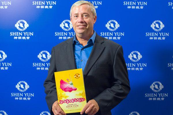 """""""Sentí la espiritualidad"""" de Shen Yun, dice director en Latinoamérica de importante bodega"""