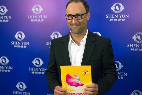 Diputado de la ciudad de Buenos Aires queda impresionado con Shen Yun