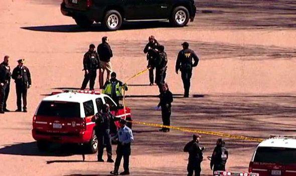 El sujeto se acercó a las proximidades de la Casa Blanca, sacó una pistola oculta y disparó varias balas, ninguna de las cuales parece en este momento haber sido dirigida hacia Casa de gobierno.