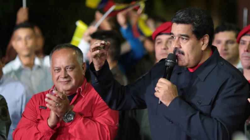 El líder socialista de Venezuela, Nicolás Maduro (d), junto a Diosdado Cabello (i). (PRESIDENCIA / AFP / Getty Imágenes)