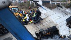 Avión se estrella cuando iba a aterrizar dejando 50 muertos en Nepal