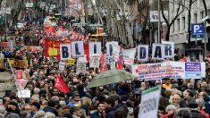 Los jubilados salen a las calles de España contra la nieve y la lluvia por aumento de pensiones