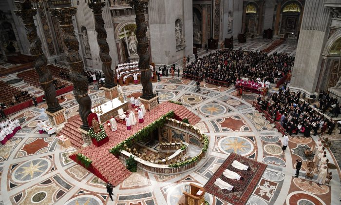 Misa para la fiesta de San José en la Basílica de San Pedro en el Vaticano, el 19 de marzo de 2018. (Andreas Solaro/AFP/Getty Images)