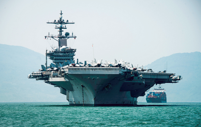 Histórico: EU envía portaaviones a Vietnam; presiona a China