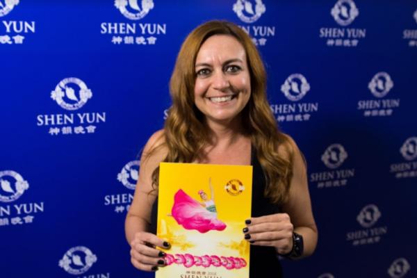 Gerenta de Recursos Humanos queda asombrada con Shen Yun y destaca su profundo mensaje espiritual