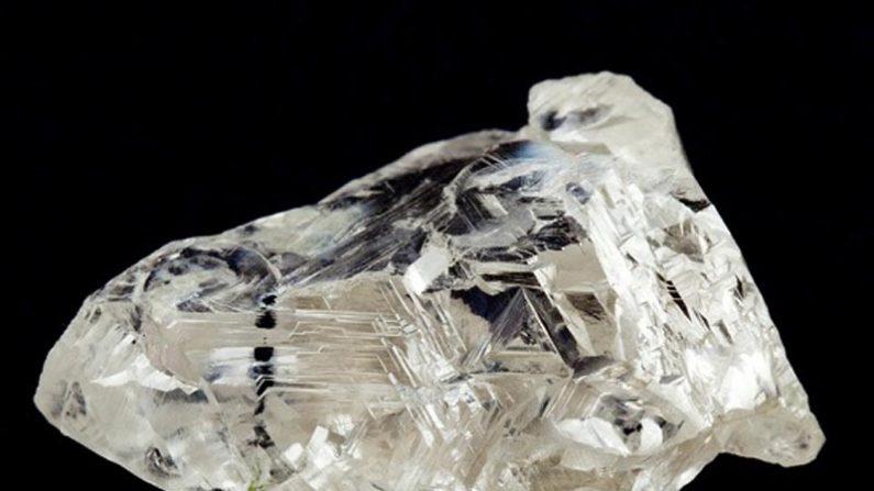 Hallan diamante que contiene un mineral nunca visto antes por el ser humano
