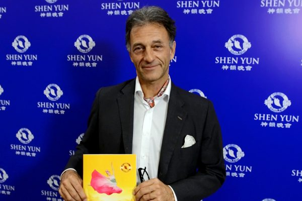 """Shen Yun es """"una obra de arte en todo sentido"""", dice Embajador de Austria en Argentina"""