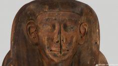 Hallan momia de 2.500 años dentro de sarcófago que creían vacío
