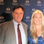 El actor Robert Hays dice que Shen Yun es 'visualmente impresionante'