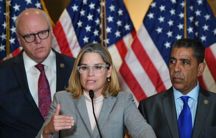 La alcaldesa de San Juan, Puerto Rico, Carmen Yulin Cruz, habla en el Capitolio en Washington, DC. FOTOGRAFÍA AFP / JIM WATSON (El crédito de la foto debe leer JIM WATSON/AFP/Getty Images)