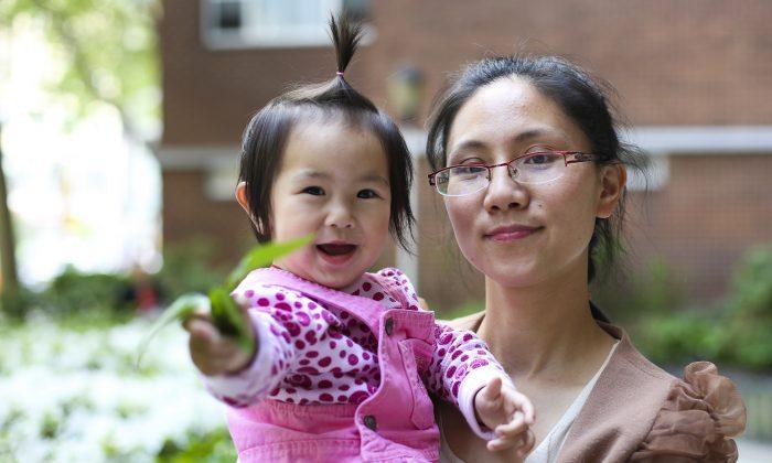Huye de China para evitar un aborto forzado, pero luego se entera de lo que le hicieron a su madre