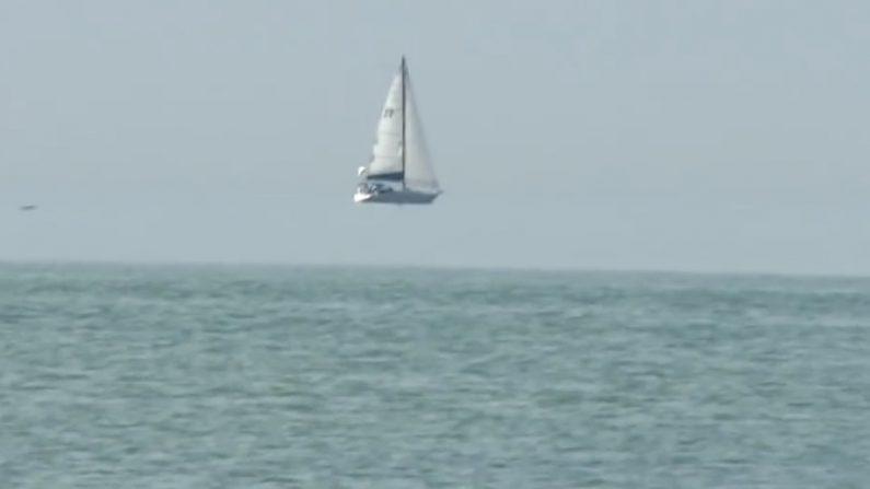 ¿Un velero flotando? Parece increíble pero tiene una explicación científica