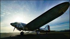 Magníficas vistas desde el interior vintage en un viaje en avión de la guerra