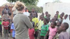 Niños africanos nunca han escuchado música folclórica, pero cuando lo hacen, mira cómo reaccionan