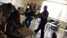 Momentos en que la policía ingresa a una escuela de Florida para detener un tiroteo