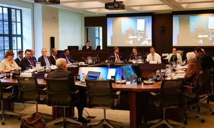 """Miembros de la Comisión de Asuntos Exteriores y testimonios participan en la audiencia """"Participación de Canadá en Asia"""" en Ottawa el 24 de abril de 2018. (Jian Ren/La Gran Época)"""