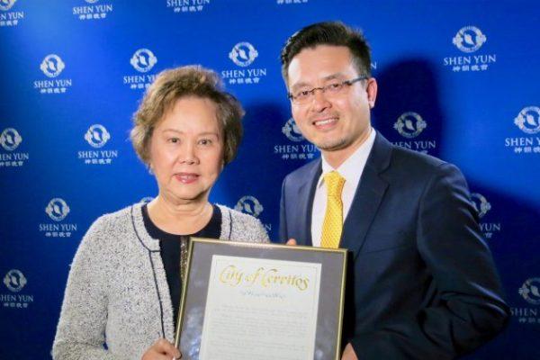Alcalde de Cerritos, California, dice que Shen Yun enorgullece al pueblo chino