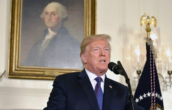 El presidente de EE.UU., Donald J. Trump, hace declaraciones mientras habla a la nación, anunciando una acción militar contra Siria en respuesta al reciente supuesto ataque con gas contra civiles en Douma, en la Casa Blanca en Washington, DC, EE.UU., el 13 de abril de 2018. (Atentado, Siria, Estados Unidos) EFE/EPA/MIKE THEILER / POOL