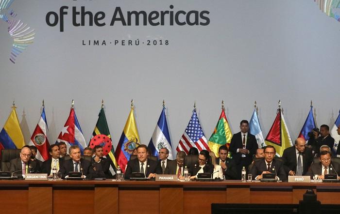 LIM130. LIMA (PERÚ), 14/04/2018.- Presidentes y jefes de estado participan en la sesión plenaria de la VIII Cumbre de las Américas hoy, sábado 14 de abril de 2018, en el Centro de Convenciones de Lima (Perú). EFE/Miguel Gutiérrez