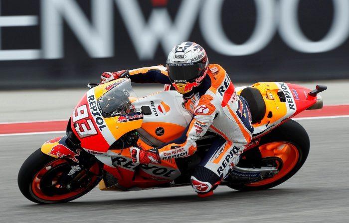 El español del equipo Repsol Honda de Moto GP, Marc Márquez, pilota su moto durante la primera sesión de entrenamientos libres del Gran Premio de Austin que se disputa en el circuito de Las Américas, en Austin, Texas, EE.UU., el 20 de abril del 2018. EFE/Paul Buck