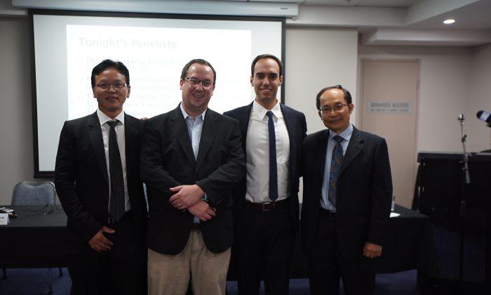 Especialistas sobre China y exdiplomático chino hablan sobre la influencia del PCCh en Australia con el anfitrión de China Sin Censura, Chris Chappell. (Nina Yan/NTD.tv)