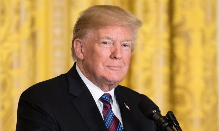 El presidente Donald Trump en una conferencia de prensa conjunta con los Jefes de Gobierno de los Estados bálticos en el Salón Este de la Casa Blanca en Washington el 3 de abril de 2018. (Samira Bouaou / La Gran Época)