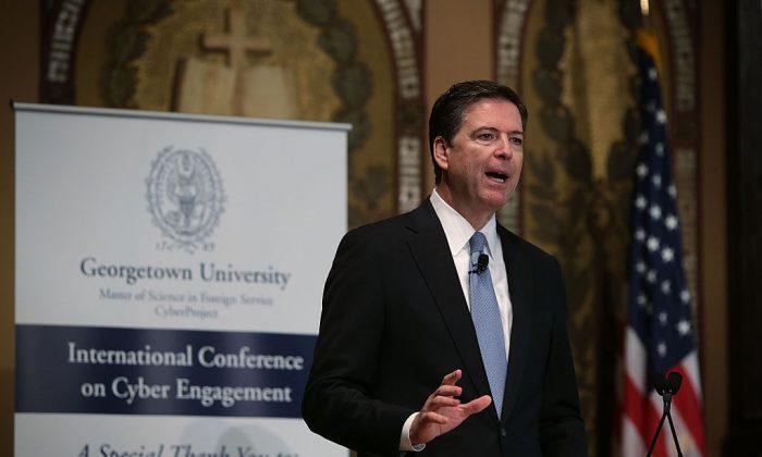 El director del FBI James Comey habla sobre seguridad cibernética en la Universidad de Georgetown el 26 de Abril de 2016, en Washington, DC. (Foto por Alex Wong/ Getty Images)