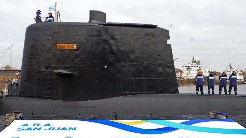 Foto de archivo publicada por Telam que muestra el submarino ARA San Juan siendo entregado a la Armada Argentina luego de ser reparado en el Complejo Industrial Naval Argentino (CINAR) en Buenos Aires, el 23 de mayo de 2014. El submarino argentino sigue desaparecido en aguas argentinas el 17 de noviembre de 2017, después de haber perdido la comunicación hace más de 48 horas. AFP PHOTO / TELAM / Alejandro MORITZ / Argentina OUT (Foto: ALEJANDRO MORITZ/AFP/Getty Images)  Traducción realizada con el traductor www.DeepL.com/Translator