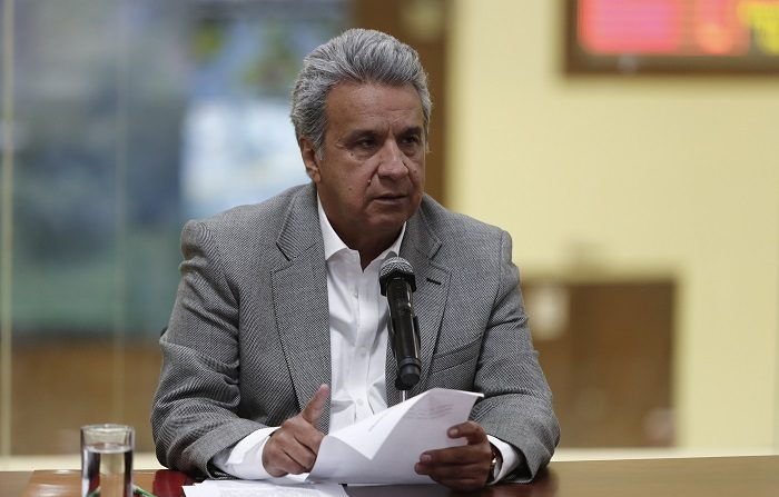 QUI07. QUITO (ECUADOR), 13/04/2018.- El presidente de Ecuador, Lenín Moreno, ofrece una rueda de prensa hoy, viernes 13 de abril de 2018, en Quito (Ecuador). Moreno confirmó hoy en Quito el asesinato de los tres integrantes del equipo periodístico de El Comercio secuestrado el 26 de marzo en la provincia de Esmeraldas, frontera con Colombia. EFE/José Jácome