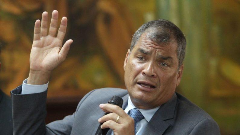 El expresidente ecuatoriano Rafael Correa testifica en relación con un caso de presunta corrupción, en la fiscalía de Guayaquil, Ecuador, el 5 de febrero de 2018. (STR/AFP/Getty Images)