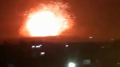 Enorme explosión se hizo visible tras ataque a la base militar siria de Hama