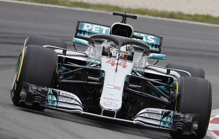 Hamilton marca el ritmo en los últimos entrenamientos libres El piloto británico de Mercedes, Lewis Hamilton, durante la tercera sesión de entrenamientos libres del GP de España de Fórmula Uno que se disputará mañana en el Circuito de Barcelona-Cataluña, en Montmeló (Barcelona). EFE
