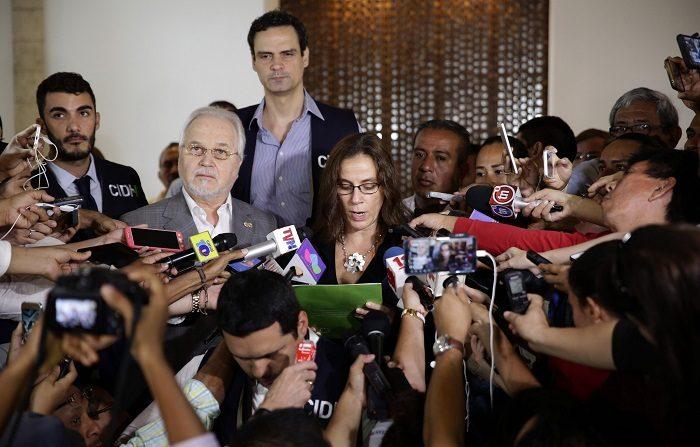 Ascienden a 61 las muertes por las protestas contra el Gobierno en Nicaragua La relatora de la Comisión Interamericana de Derechos Humanos (CIDH) para Nicaragua, Antonia Urrejola (c), habla durante una rueda de prensa hoy, viernes 18 de mayo de 2018, en Managua (Nicaragua). EFE