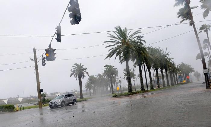 DAY01. DAYTONA BEACH ( FL EEUU), 07/09/2016.- Vista de las fuertes lluvias por el paso del huracán Matthew en la ciudad de Daytona Beach en Florida (Estados Unidos) hoy, viernes 07 de octubre de 2016. EFE/GERARDO MORA