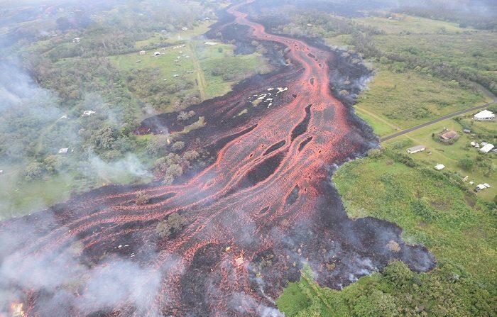 El volcán Kilauea de Hawái vuelve a erupcionar y amenaza suministro eléctrico Vista aérea del río de lava tras la erupción del volcán Kilauea, en Hawái, Estados Unidos. EFE/ Observatorio De Volcanes De Hawái Del Servicio Geológico/ Handout SOLO USO EDITORIAL/ PROHIBIDA SU VENTA