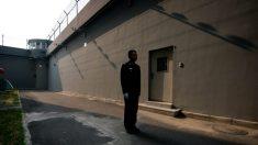 Castigada por su fe, obligan a exmédica a usar dispositivos de control durante su arresto domiciliario