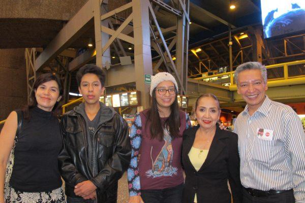Familias mexicanas admiran la profundidad de las bellas historias de Shen Yun