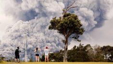 El volcán Kilauea lanza 'bloques balísticos' y una nube de cenizas más alta que el Everest