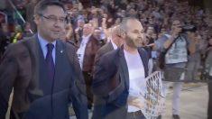 FC Barcelona despide a Andrés Iniesta con un homenaje en Camp Nou