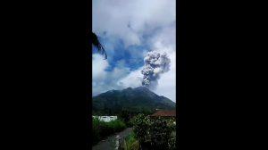 Volcán Merapi en Java lanza dos erupciones en ocho horas: la población se mantiene en alerta