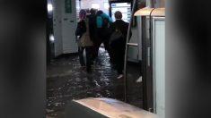 Tormenta repentina inunda metro de París mientras las personas intentan salir
