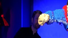 Abogado convertido en artista de Lego usa millones de ladrillos para armar 120 superhéroes