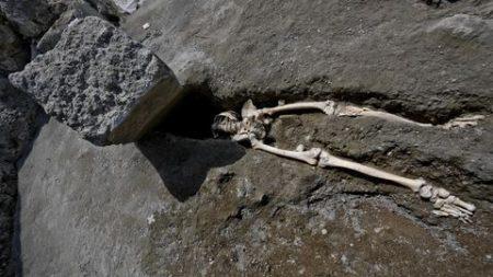 Descubren en Pompeya esqueleto de un hombre que huía de la furia volcánica