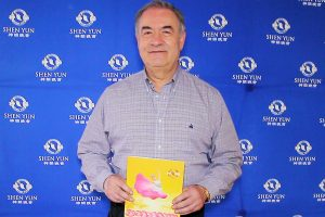 "Shen Yun ""es un alimento para el alma"", afirma exgobernador de Querétaro"